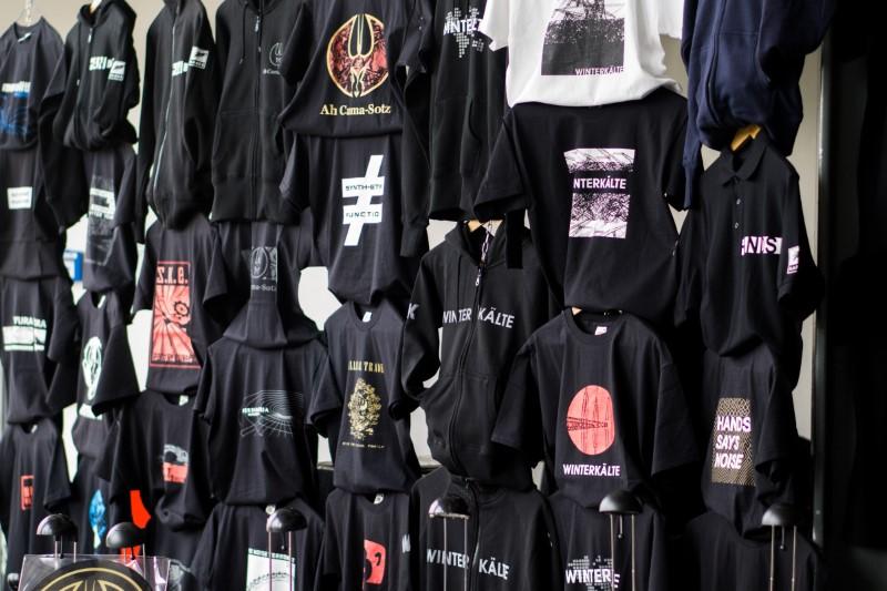 Natpisi za majice su svakako vezani uz glazbene bendove i koncerte